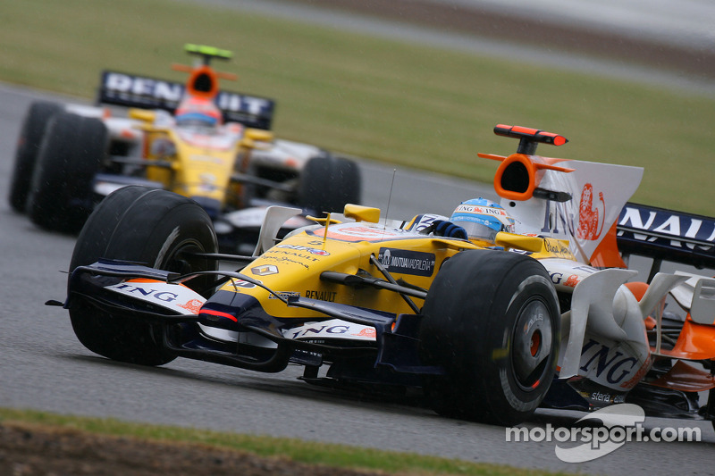 Fernando Alonso, Renault F1 Team, R28 and Nelson A. Piquet, Renault F1 Team, R28