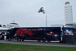 Red Bull X-Fighters Demo Show: Busty Wolter jumps over Sebastian Vettel, Scuderia Toro Rosso standing, a Toro Rosso tırı