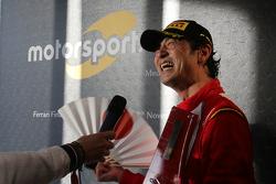#525 Rosso Scuderia Ferrari 458 KK Тадаказу Каоджима с прессой