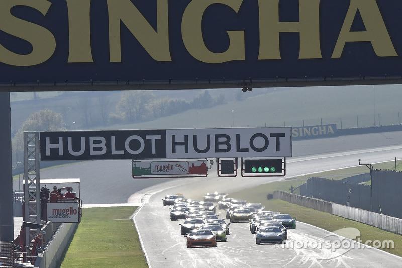 السيارة رقم 180 كيسيل ريسينغ فيراري 458: غوتام سينغانيا، السباق الأول كوبا شِل، في الصدارة