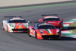 #208 Ferrari of Lauderdale Ferrari 458 борется с #475 Ferrari Jakarta Ferrari 458: Давид Типтобианторо и #97 Rossocorsa Ferrai 458: Томмазо Рокка