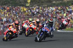 Start: Jorge Lorenzo, Yamaha Factory Racing leads