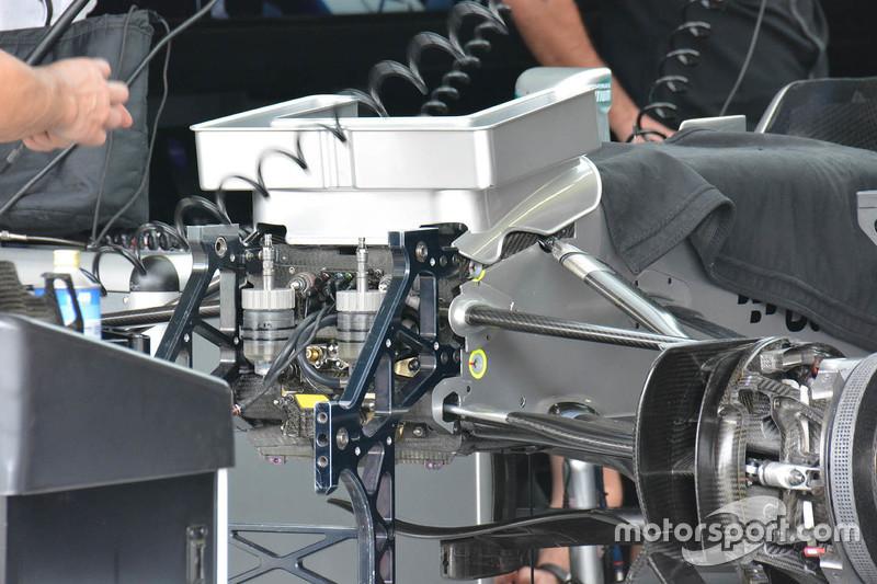 Mercedes AMG F1 W06 Деталі носу спойлера