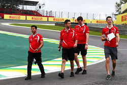 Alexander Rossi, Manor Marussia F1 Team walks the circuit with the team