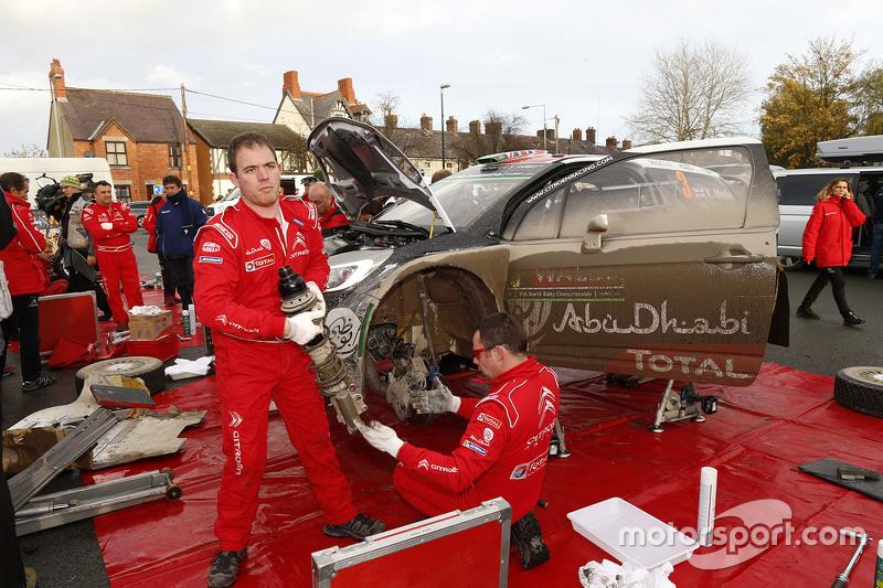 Citroën World Rally Team механіки за роботою
