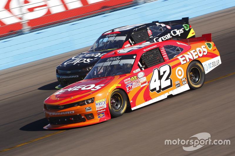Kyle Larson, Hscott Motorsports Chevrolet and Chris Buescher, Roush Fenway Racing Ford
