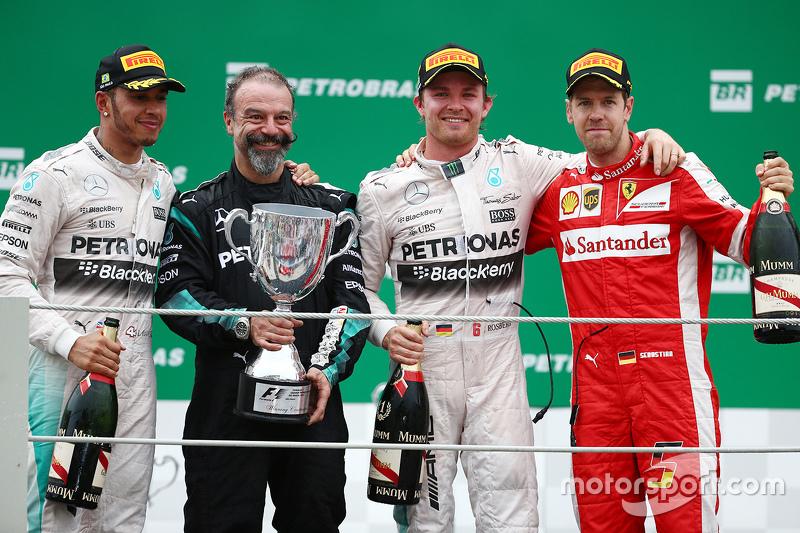 Podium: race winner Nico Rosberg, Mercedes AMG F1, second place Lewis Hamilton, Mercedes AMG F1, thi