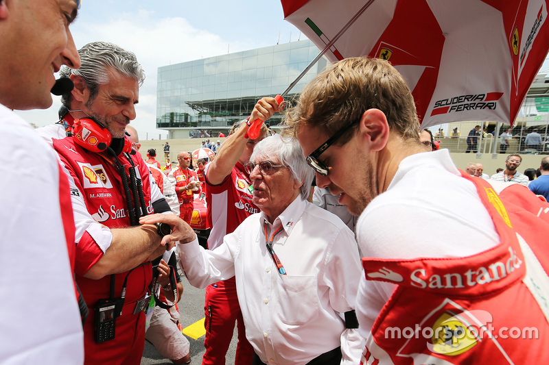 Maurizio Arrivabene, Ferrari-Teamchef, mit Bernie Ecclestone und Sebastian Vettel, Ferrari, in der S