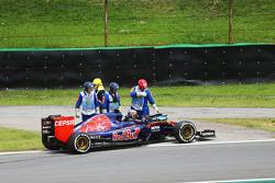 Карлос Сайнс мл., Scuderia Toro Rosso STR10 сходит с гонки на первом круге