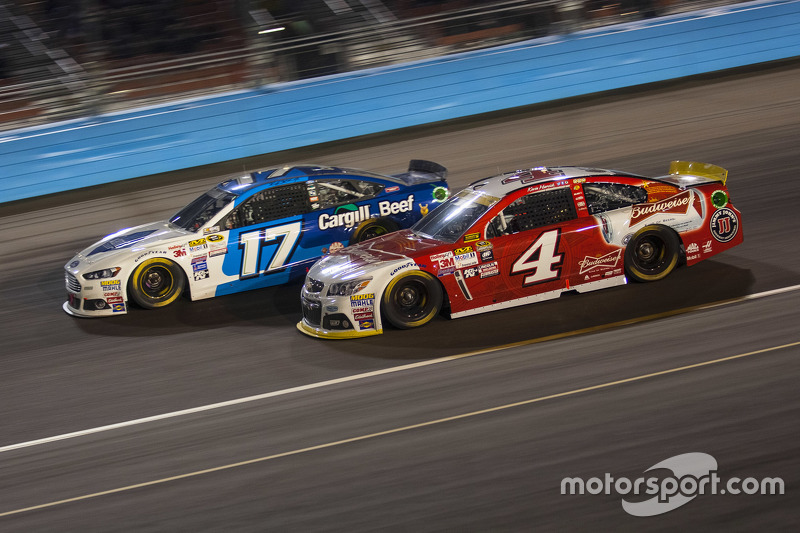 Kevin Harvick, Stewart-Haas Racing Chevrolet; Ricky Stenhouse Jr., Roush Fenway Racing Ford