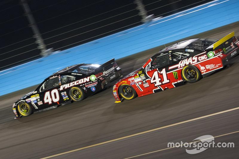 Landon Cassill, Hillman Circle Sport LLC Chevrolet and Kurt Busch, Stewart-Haas Racing Chevrolet