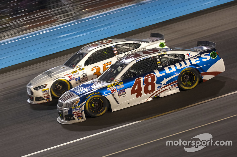 Jimmie Johnson, Hendrick Motorsports Chevrolet; Cole Whitt, Front Row Motorsports Ford