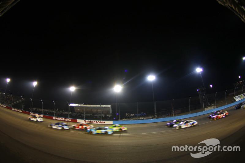Dale Earnhardt Jr., Hendrick Motorsports Chevrolet, vor Kevin Harvick, Stewart-Haas Racing Chevrolet, bei Abbruch aufgrund von Regen