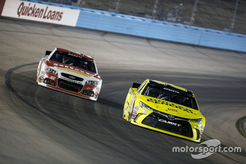 Erik Jones, Joe Gibbs Racing Toyota; Michael Annett, Hscott Motorsports Chevrolet