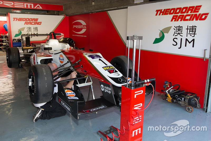 Felix Rosenqvist, Prema Powerteam, Dallara Mercedes-Benz, in der Garage