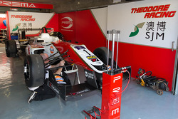 Felix Rosenqvist, Prema Powerteam, Dallara Mercedes-Benz, in der Garage