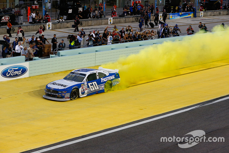 NASCAR XFINITY Series 2015 champion Кріс Бюшер, Roush Fenway Racing Ford celebratres