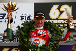 Podium: winner Felix Rosenqvist, Prema Powerteam Dallara Mercedes-Benz