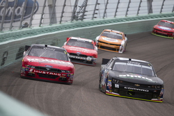 Ben Rhodes, JR Motorsports Chevrolet dan Darrell Wallace Jr., Roush Fenway Racing Ford