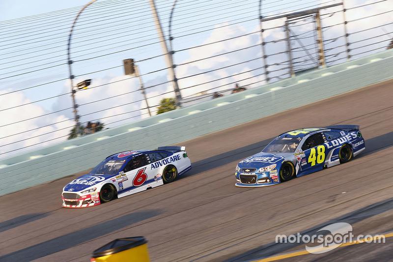 Trevor Bayne, Roush Fenway Racing Ford; Jimmie Johnson, Hendrick Motorsports Chevrolet