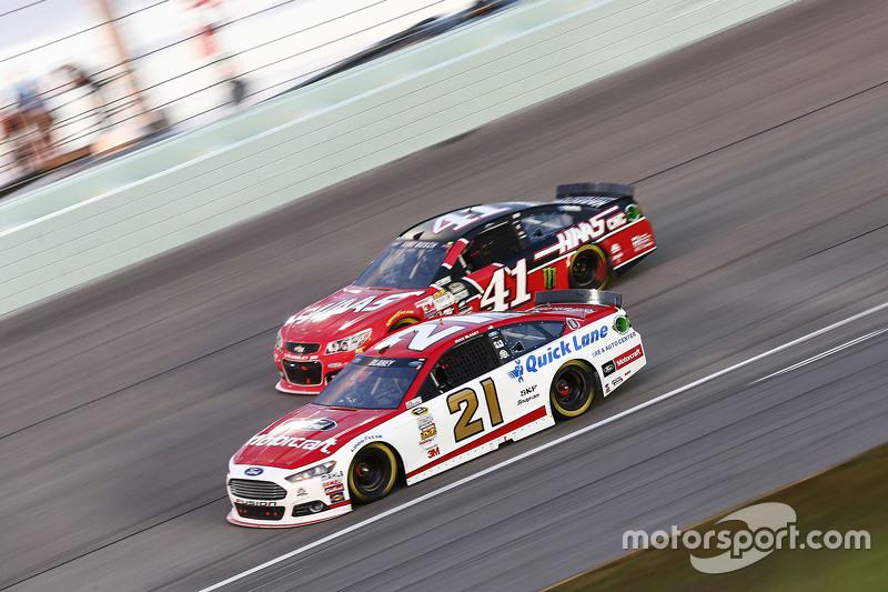Ryan Blaney, Woods Brothers Racing Ford; Kurt Busch, Stewart-Haas Racing Chevrolet