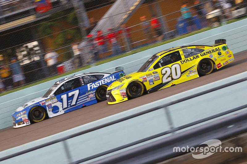Ricky Stenhouse Jr., Roush Fenway Racing Ford and Matt Kenseth, Joe Gibbs Racing Toyota