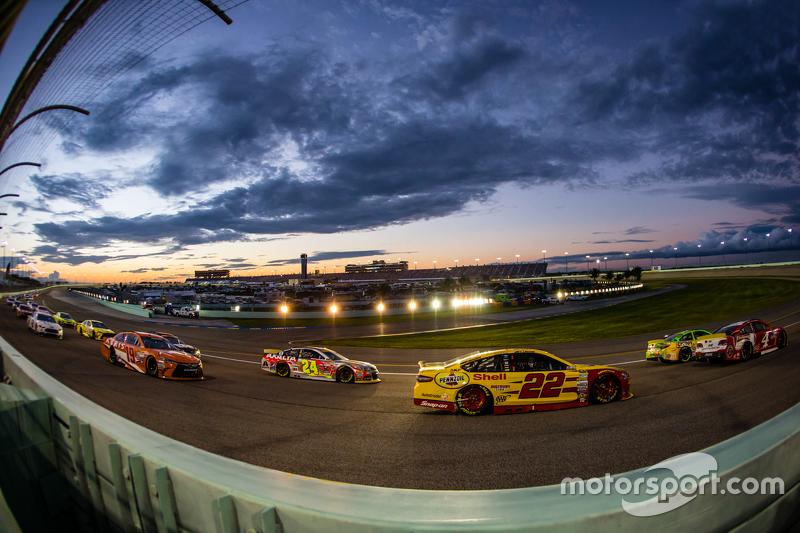 Kevin Harvick, Stewart-Haas Racing Chevrolet; Kyle Busch, Joe Gibbs Racing Toyota; Joey Logano, Team