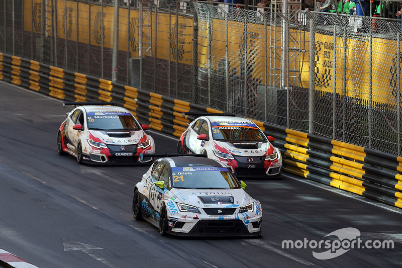 Jordi Oriola, SEAT Leon, Target Competition; Kevin Gleason, Honda Civic TCR, West Coast Racing; Gian