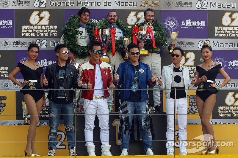 Podium: 1. und TCR-Champion 2016: Stefano Comini, SEAT Leon, Target Competition; 2. Andrea Belicchi,