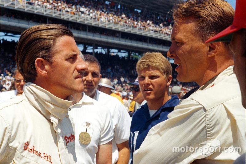 Graham Hill y Dan Gurney en las 500 millas de Indianápolis de 1966