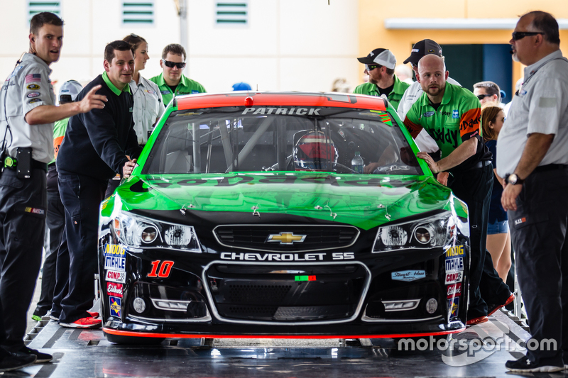 машина для Даніка Патрік, Stewart-Haas Racing Chevrolet at technical inspection