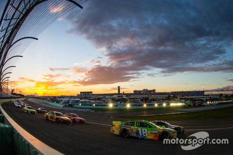 Jimmie Johnson, Hendrick Motorsports Chevrolet and Kyle Busch, Joe Gibbs Racing Toyota lead the field