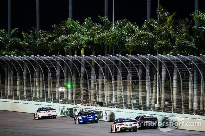 Trevor Bayne, Roush Fenway Racing Ford; Cole Whitt, Front Row Motorsports Ford; A.J. Allmendinger, J