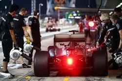 Nico Rosberg, Mercedes AMG F1 W06 in de pits