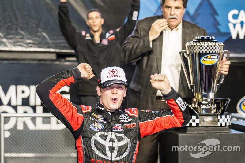 Championship victory lane: NASCAR Camping World Truck Series 2015 champion Ерік Джонс, Kyle Busch Motorsports святкує