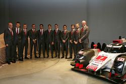 Dr. Wolfgang Ullrich, Leiter Audi Sport, mit André Lotterer, Marcel Fässler, Benoit Tréluyer, Lucas