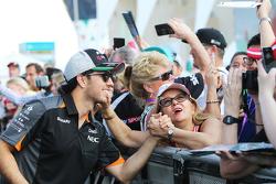 Sergio Pérez, Sahara Force India F1 con aficionados
