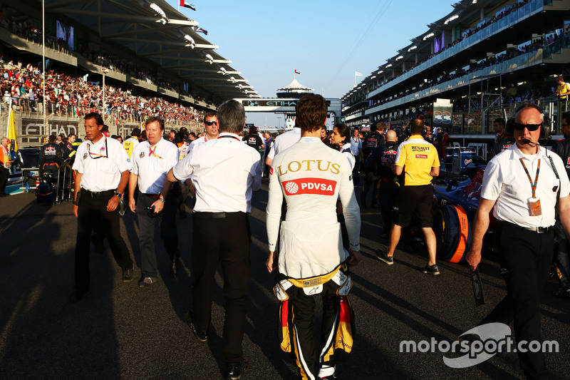 Romain Grosjean, Lotus F1 Team, in der Startaufstellung