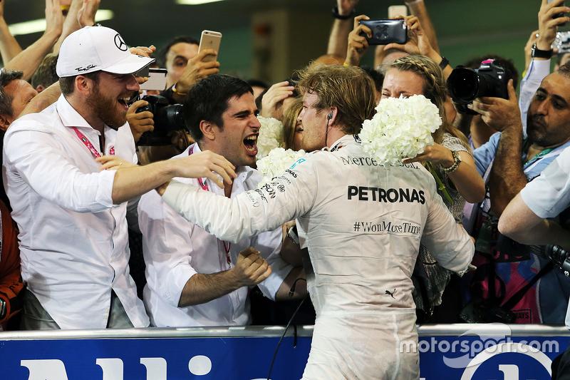 1. Nico Rosberg, Mercedes AMG F1, feiert im Parc Fermé