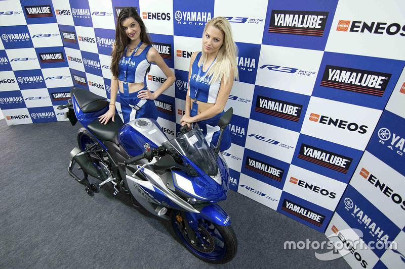 Chicas de la parilla de Yamaha