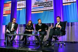 Abe Madkour, Redaktionsleiter SportsBusiness Journal, Schauspielerin Roma Downey und ihr Mann Mark B