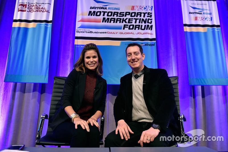NASCAR Репортер Джеймі Літтл та 2015 Sprint Cup Чемпіон серії Кайл Буш, Joe Gibbs Racing Toyota