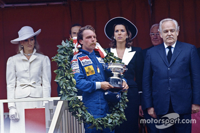 Race winner Keke Rosberg, Williams with Prince Rainier and Princess Caroline