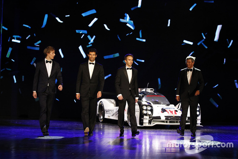 保时捷17号919 Hybrid赛车与他的车手们——布兰登·哈特利、马克·韦伯和蒂莫·伯恩哈德