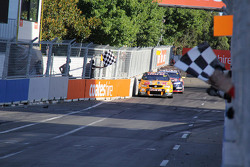 Pemenang balapan, Shane van Gisbergen, Tekno Autosports Holden
