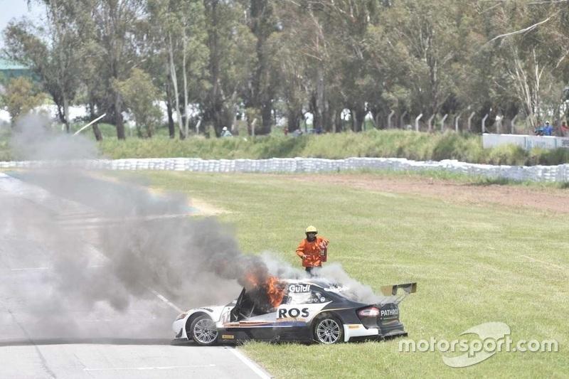 Carro incendiado de Mauro Giallombardo