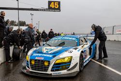 1. #45 Flying Lizard Motorsports, Audi R8 LMS: Darren Law, Tomonobu Fujii, Johannes van Overbeek, Gu