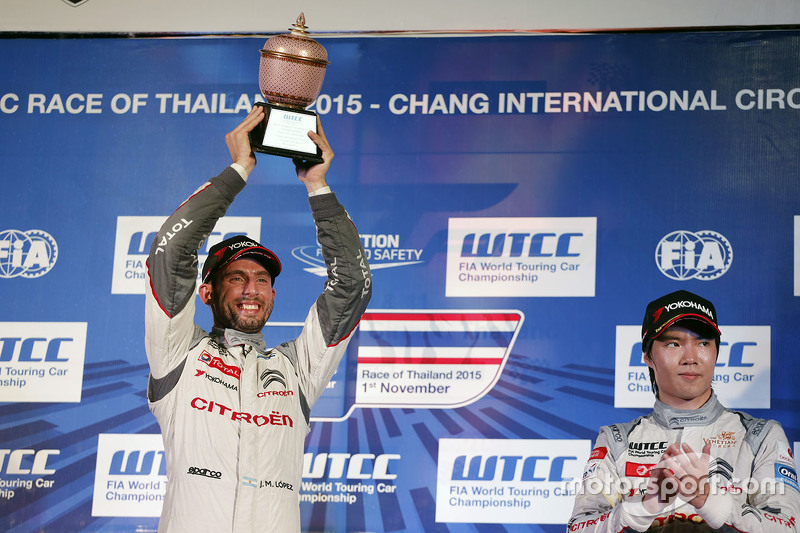 Race 1 podium: winner Jose Maria Lopez, Citroën World Touring Car team, Second place Sébastien Loeb,