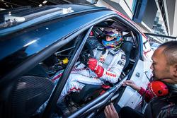 Driver prepares to lap at Fuji