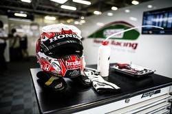 Helm von Tiago Monteiro, Honda Racing Team JAS